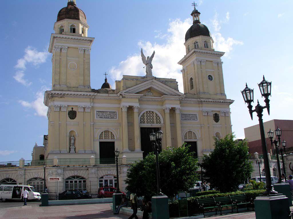 Die Basílica Catedral am Parque Céspedes in Santiago