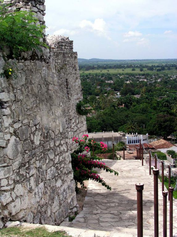 Blick von einem alten Signalturm aus über Jiguani