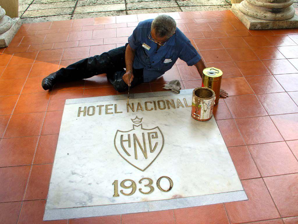 Die Bodenbeschriftung des Hotel Nacional wird erneuert