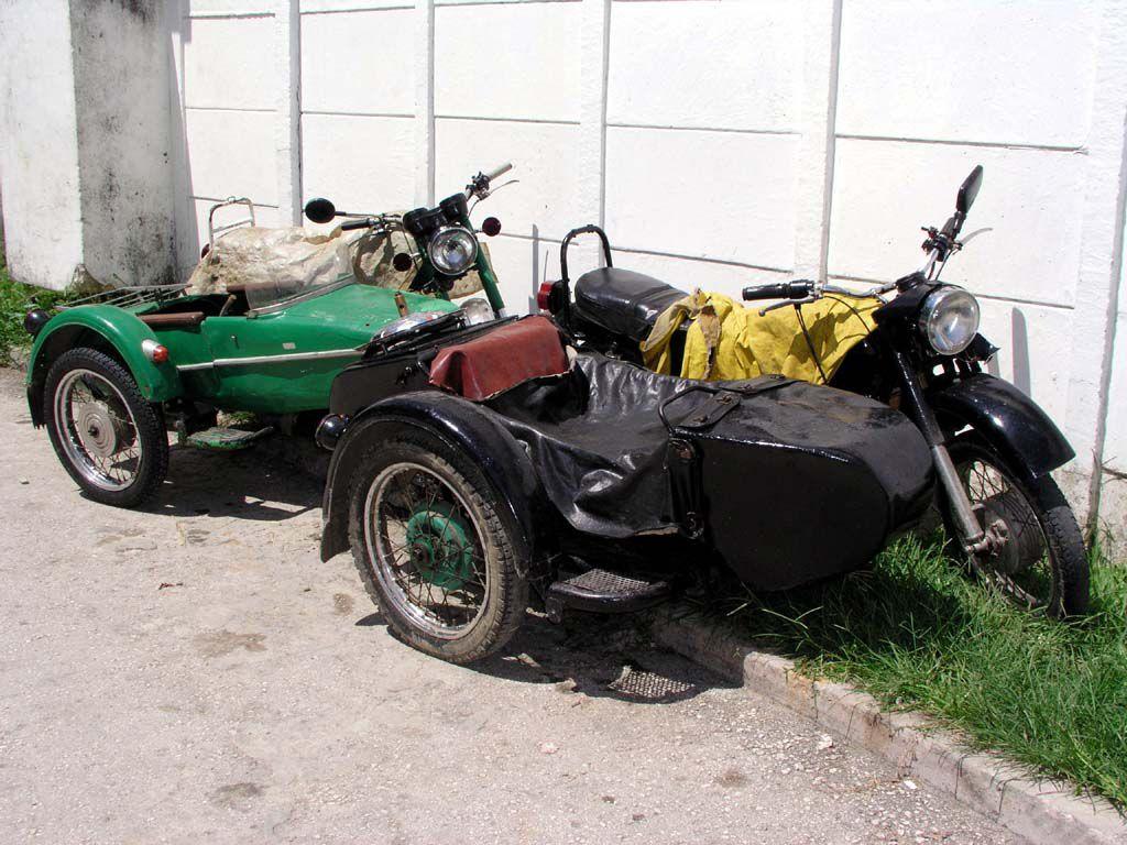 Zwei alte MZ in Las Terrazas