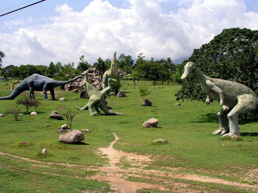 Im Saurierpark des Valle de la Prehistoria östlich von Santiago de Cuba