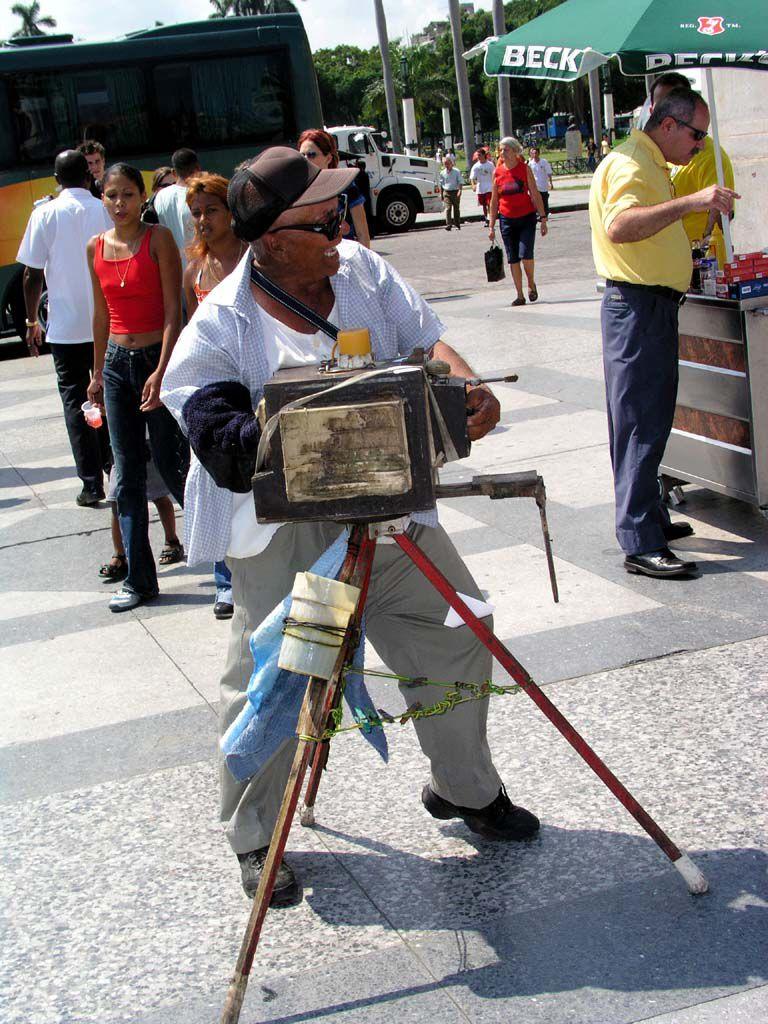 Fotograf vor dem Capitol in Havanna