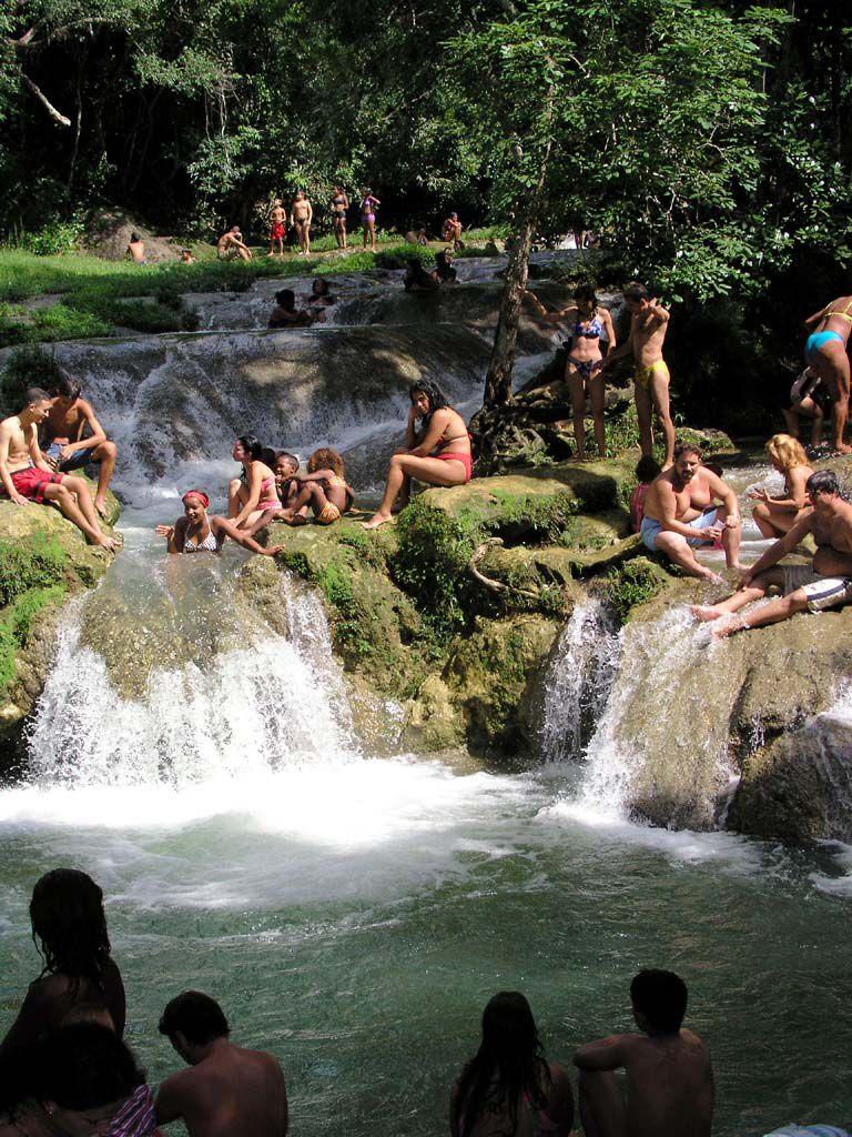 Badespaß im Arroyo Manantiales bei Soroa