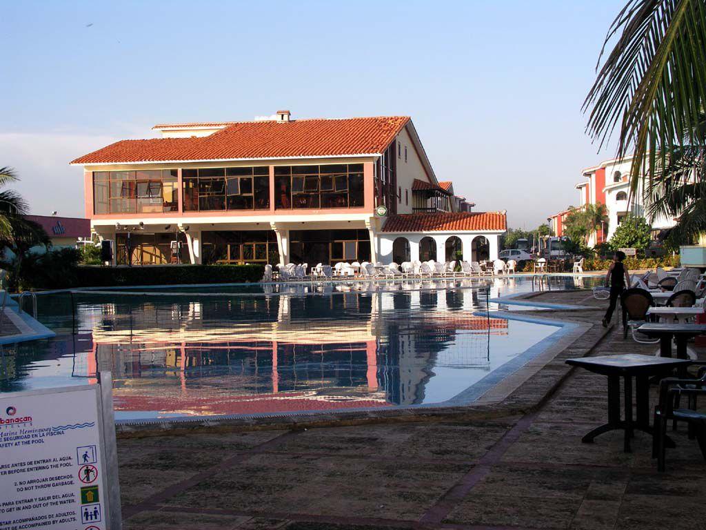 Speisesaal und Bar des Hotel Marina Hemingway in Havanna