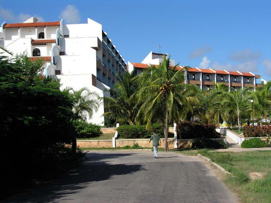 Das Hotel Las Brisas Guardalavaca von Osten aus gesehen