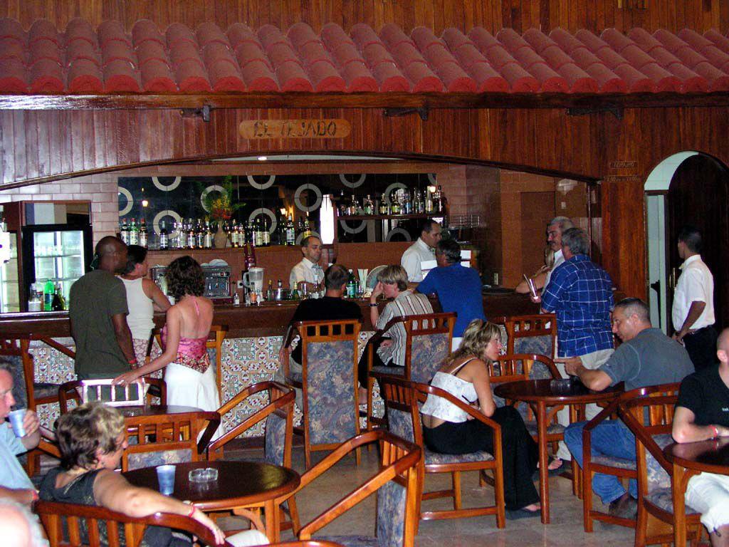 Eine der 5 Bars des Hotels Las Brisas Guardalavaca