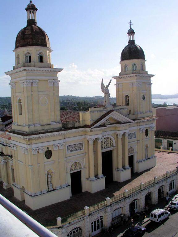 Blick vom Dach des Hotels Casa Granda in Santiago de Cuba auf die Basílica Catedral am Parque Céspedes