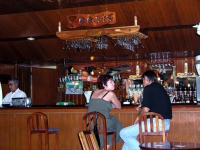 An der Bar des Hotels Sierra Maestra in Bayamo