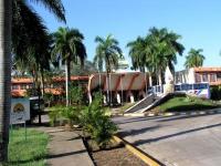 Eingang des Hotels Sierra Maestra in Bayamo
