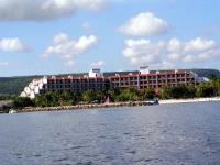 Das Hotel Las Brisas Guardalavaca vom Meer aus gesehen