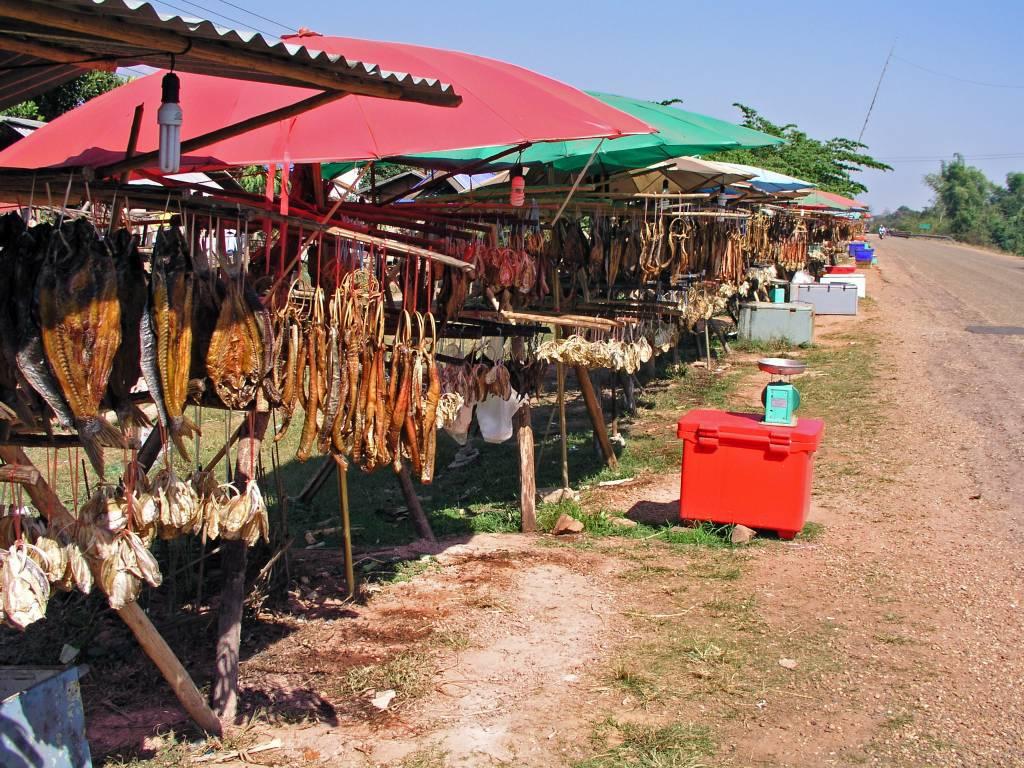 Ban Pak Lo, lecker Straßenverkauf