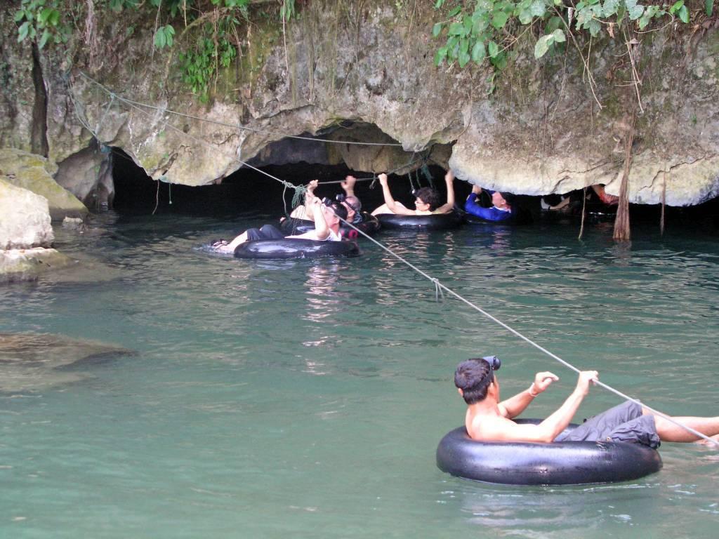 Ban Namxang, Tham Nam Wasser Höhle