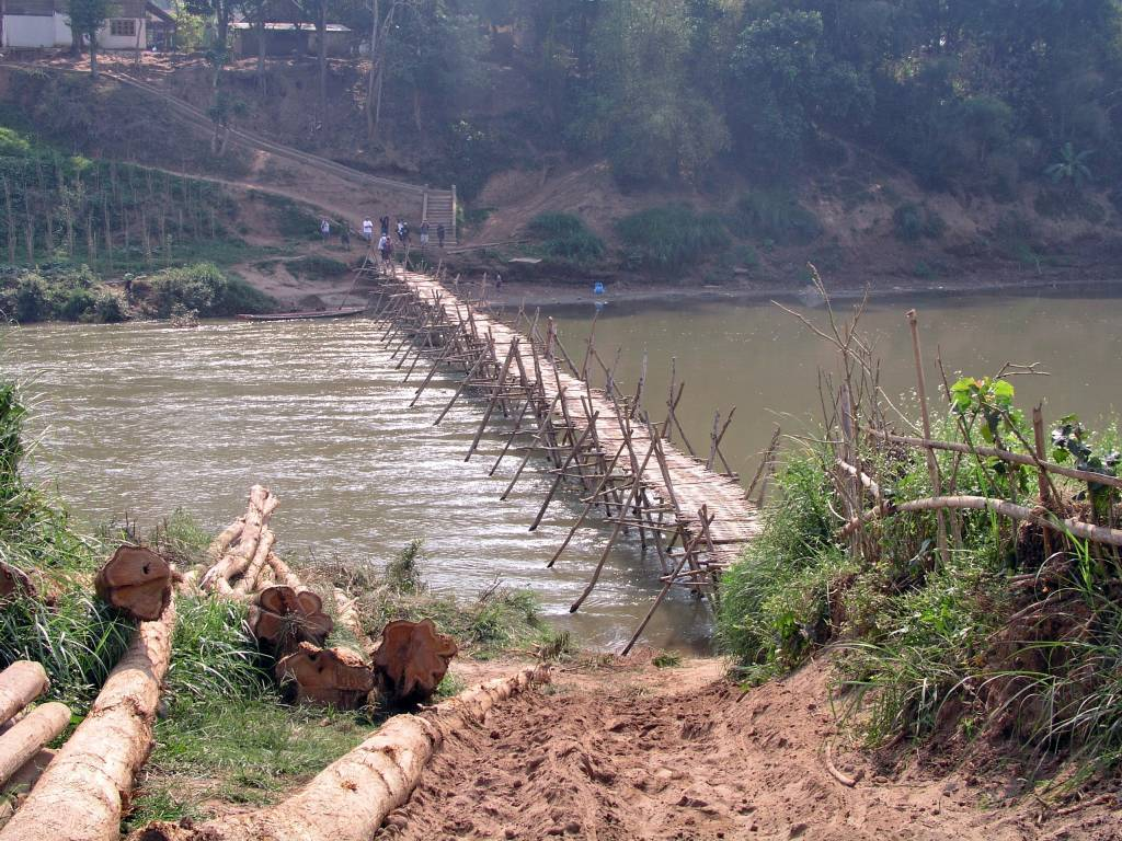 Ban Souan, Brücke über den Nam Khan