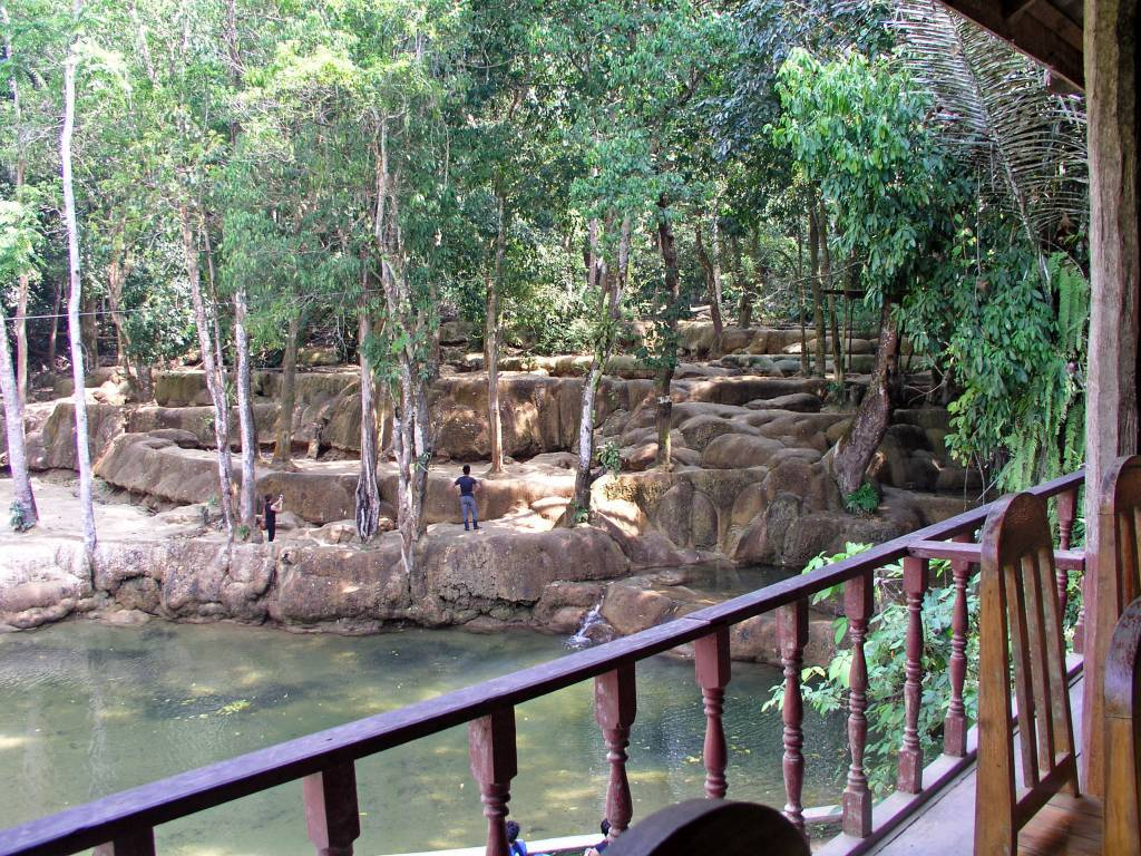 Ban En, Badestelle am Tat Sae Wasserfall