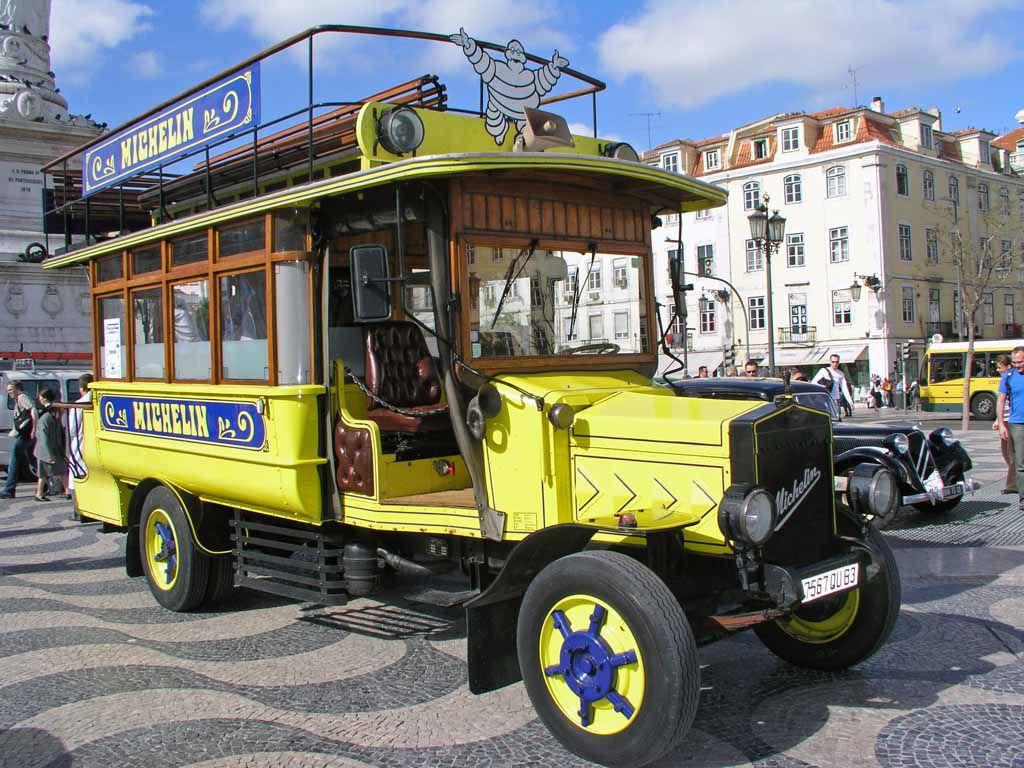 Oldtimer Bus am Rossio