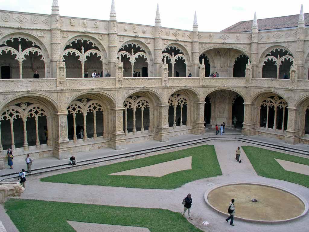 Der Kreuzgang der Mosteiro dos Jerónimos in Belém