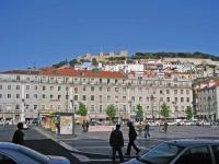 Blick vom Rossio auf das Castelo de Sao Jorge