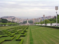 Blick über den Parque Eduardo VII und Lissabon in Richtung Tejo