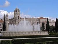Der Praca do Império in Belém mit der Klosterkirche Santa Maria