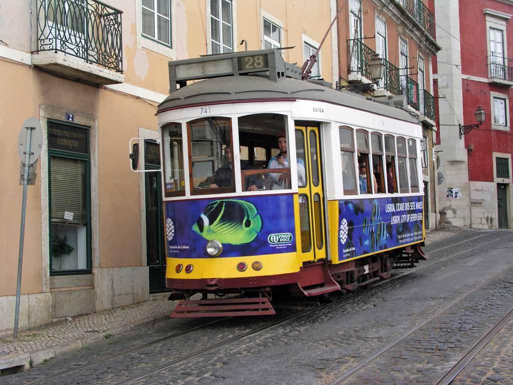 Straßenbahn in der Alfama