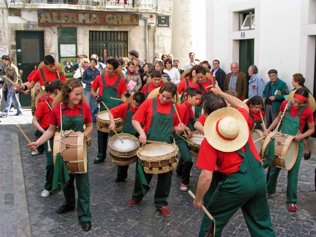 Musikgruppe am Nationalfeiertag in der Alfama