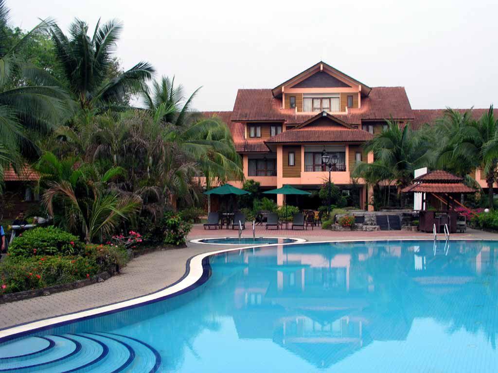 Pool des Hotel Holiday Villa in Cherating