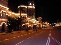 Bangunan Sultan Abdul Samad mit dem Uhrturm bei Nacht
