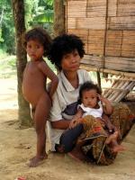 Orang Asli Frau mit Kindern
