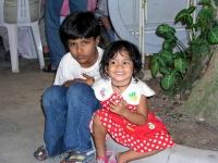 Kinder im Boat Restaurant gegenüber dem Holiday Village