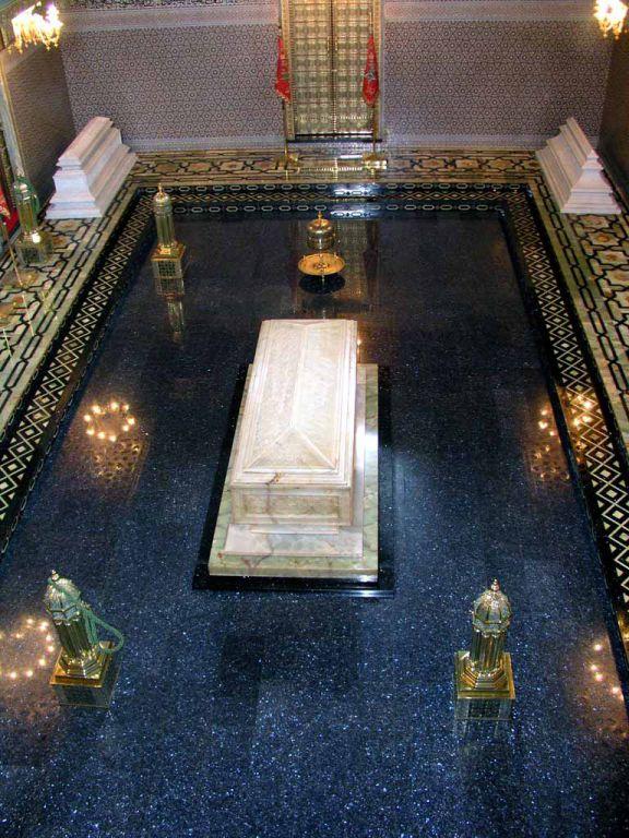 Rabat, im Mausoleum Hassan V.