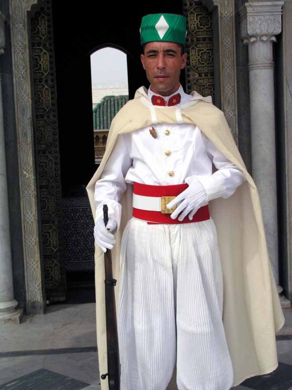Rabat, Wächter vor dem Mausoleum Hassan V.