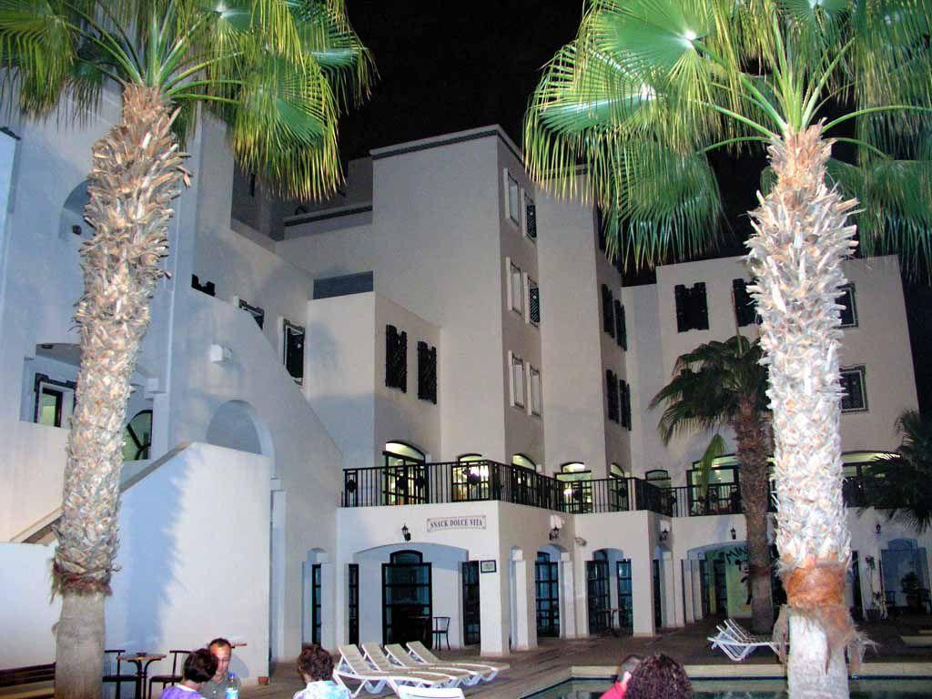 Hotel Transatlantique bei Nacht