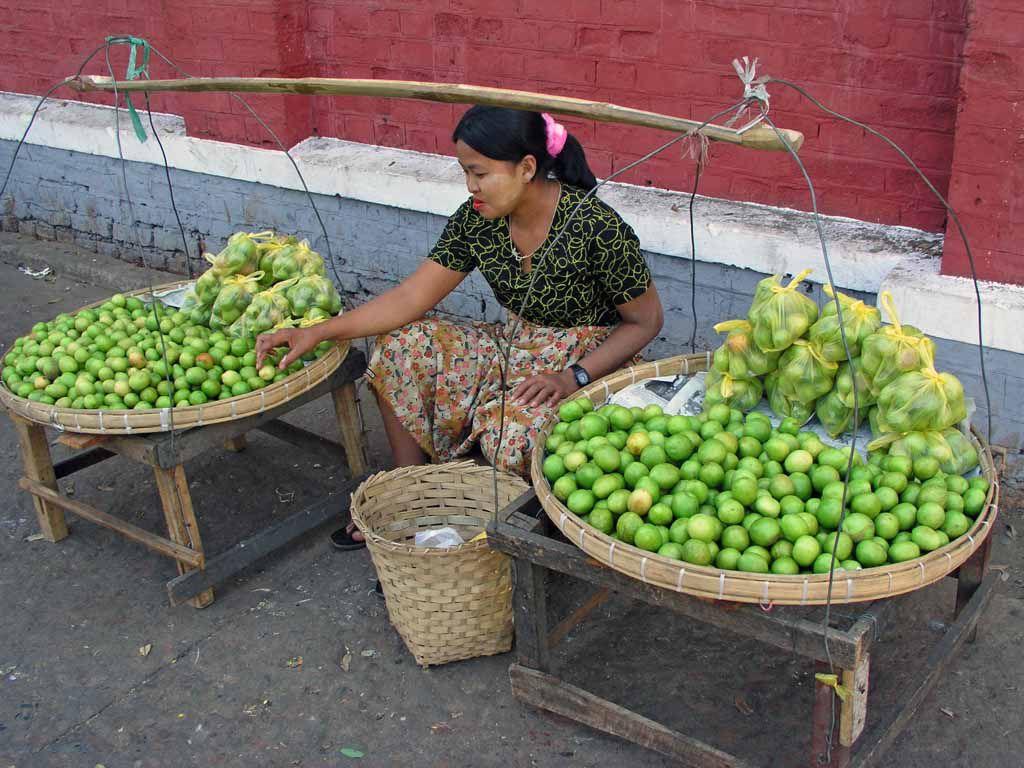 Yangon, Marktfrau am Hafen