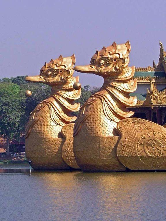 Yangon, Bug des Karaweik Restaurants