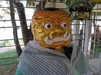 Yangon, Dämon in einem Tempel im Kandawgyi See