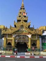 Yangon, ein Eingang der Sule Pagode