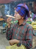 Nayaung U, beim Einkauf auf dem Markt
