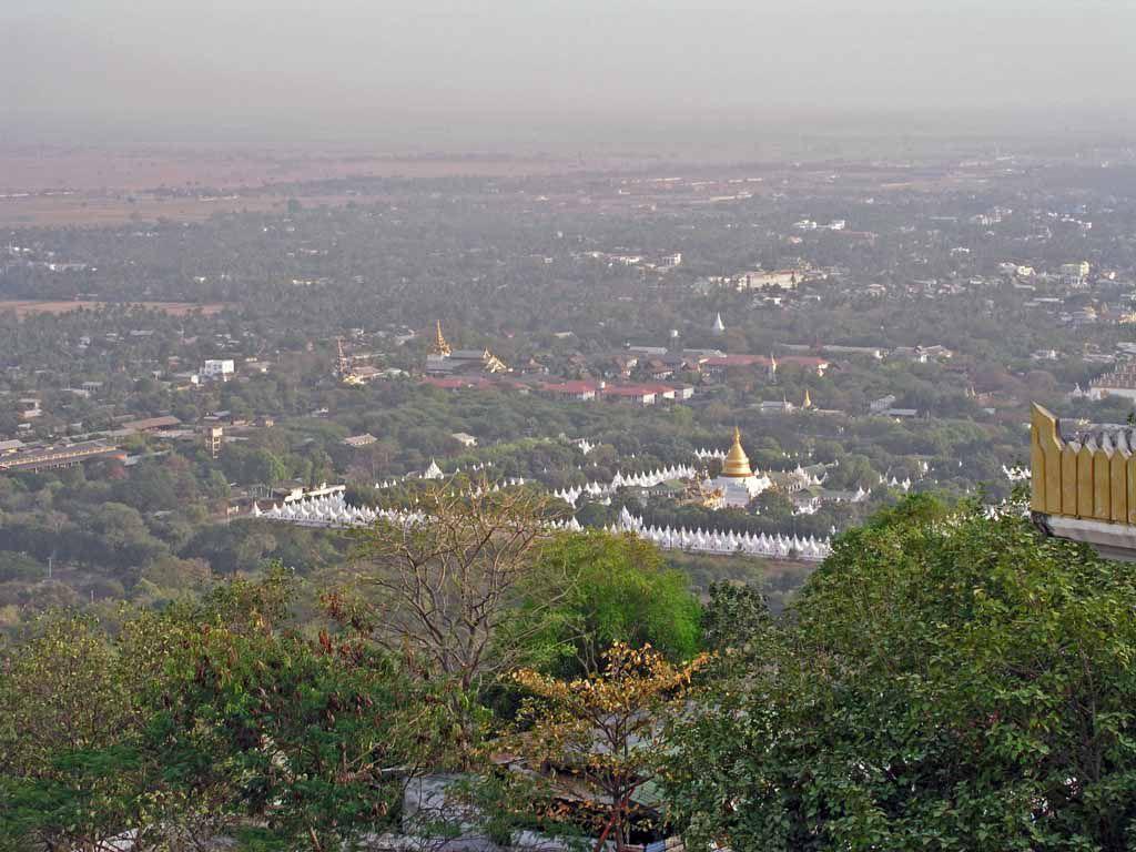 Mandalay, Blick vom Mandalay Berg auf die Kutho-daw-Pagode