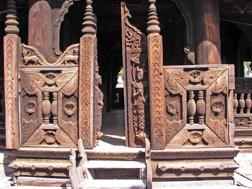 Inwa, Schnitzereien am Bagaya Kloster