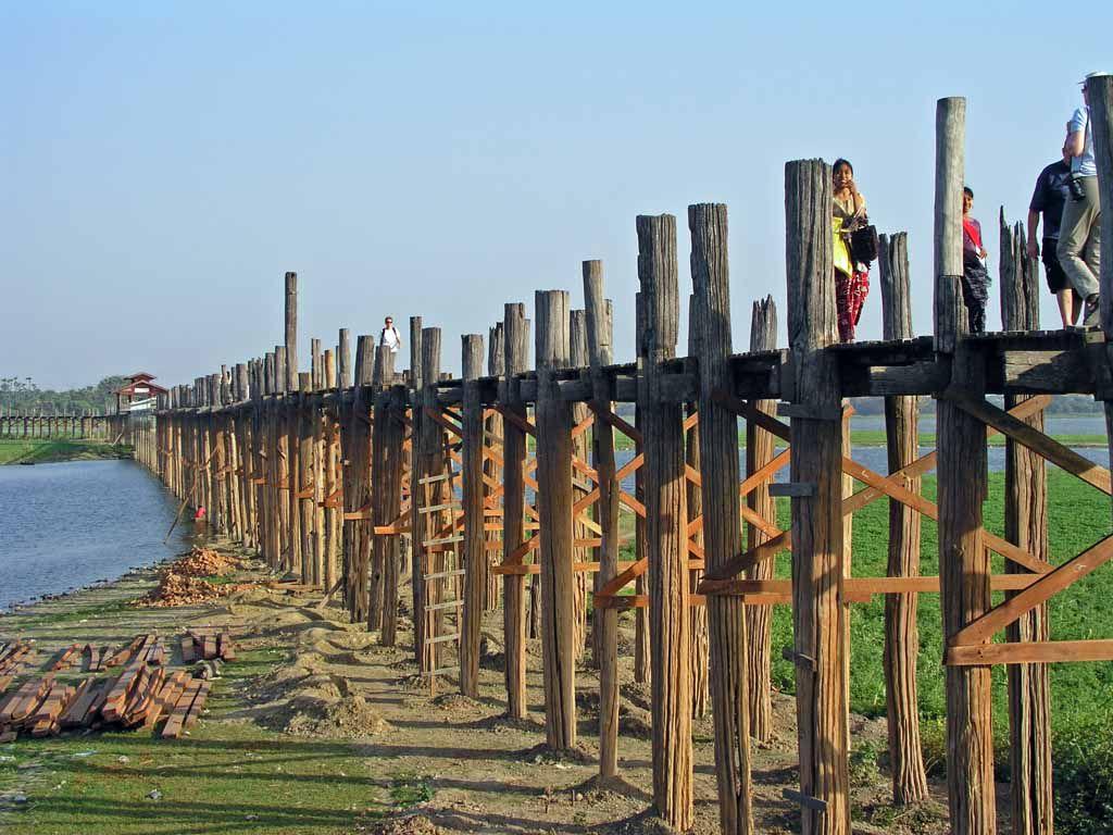 Amarapura, die U-Bein-Brücke über den Taungthaman See, die längste Teakholz Brücke der Welt