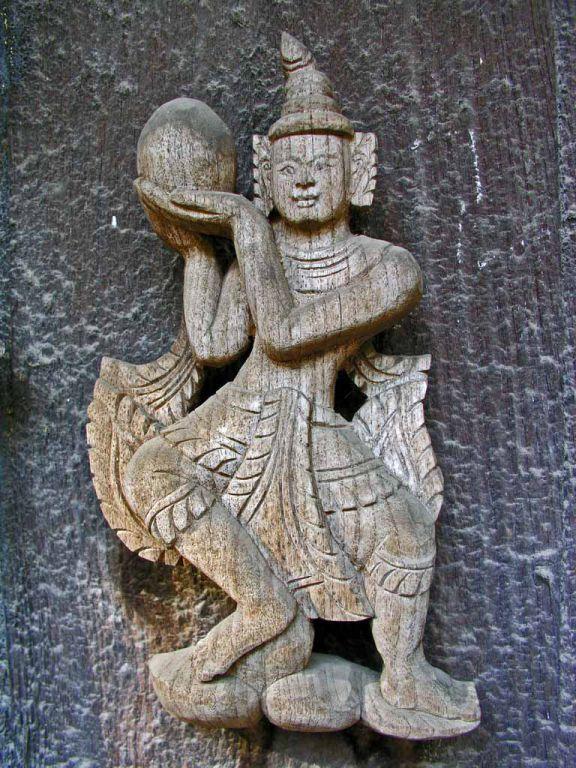 Mandalay, Holzfigur an der Golden Palace Monastary, der Shwe-nan-daw-Kyaung