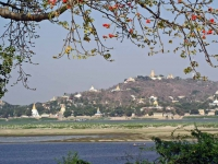 Amarapura, Blick über den Ayeyarwady Fluss in Richtung Sagaing
