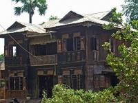 Inwa, typisches Holzwohnhaus