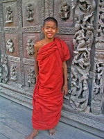 Mandalay, verkleidetes Kind vor der Golden Palace Monastary, der Shwe-nan-daw-Kyaung