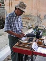 Mandalay, Herstellung von Offsetdrucken auf der Straße ( 3 Drucke für 0,80 €)