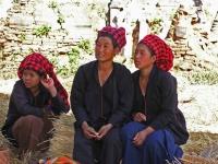 In Dein, Pa-O Frauen machen Rast nach einem Marktbesuch in Taung To