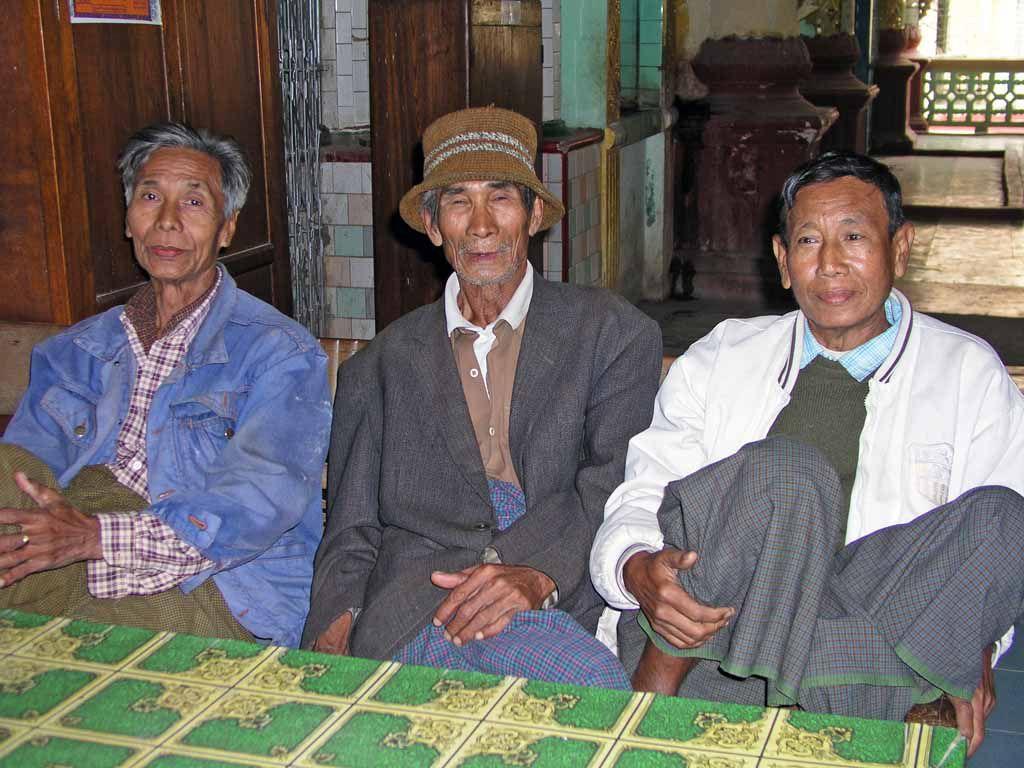 Pakokku, Männer im Ti-ho-shin-Tempel