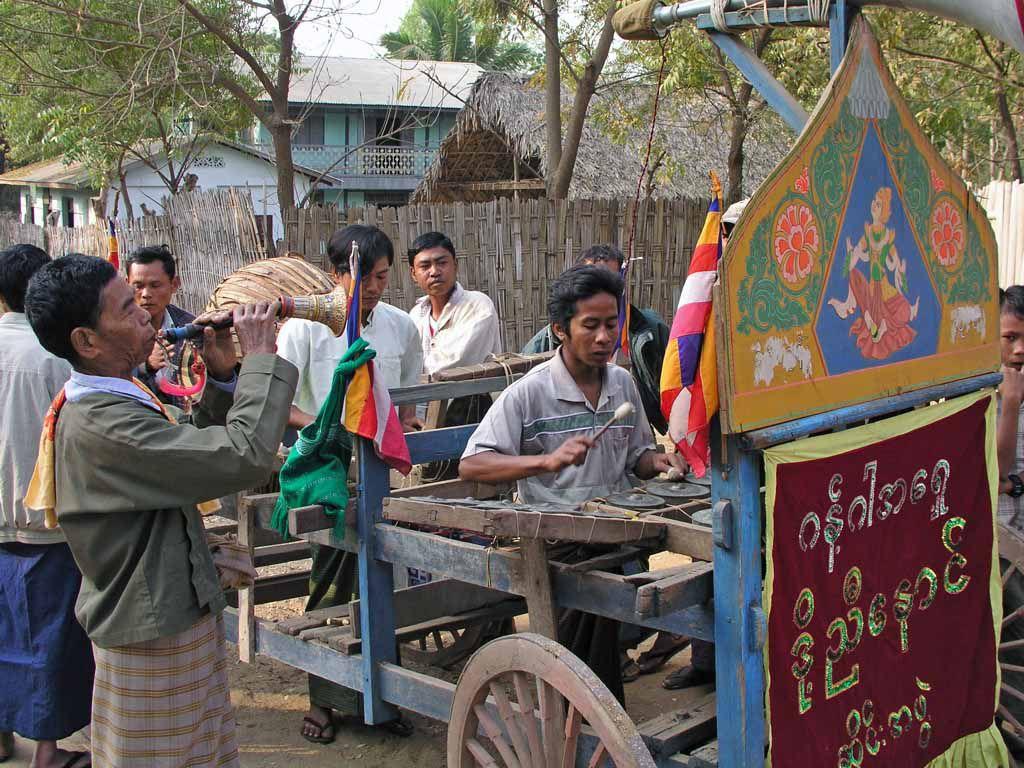 Twinywa / Bagan, Musikkapelle für die Novizenfeier