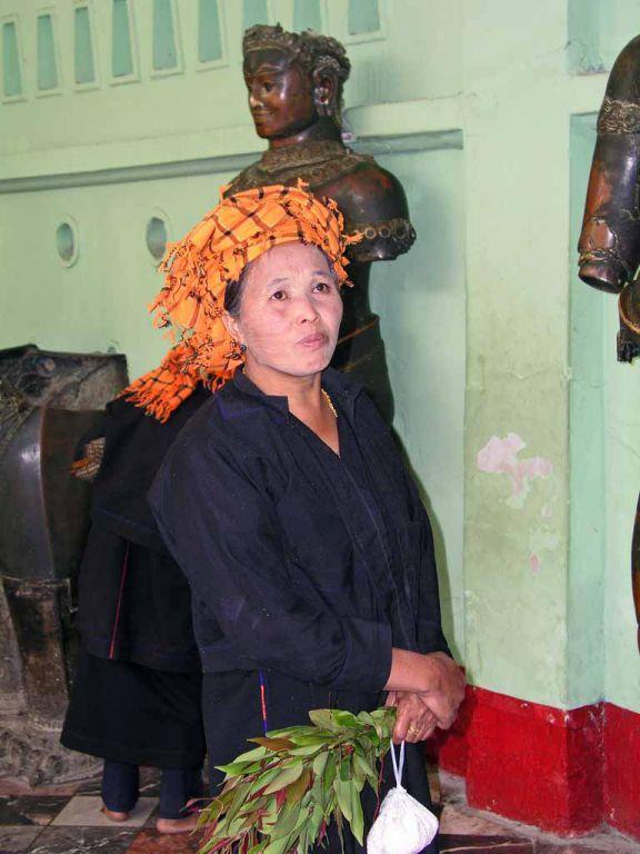 Mandalay, Pa-O Frau in der Mahamuni Pagode