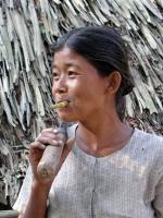 Vesali, Frau mit Zigarette
